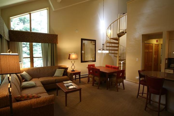 Vail Condo Sleeps 10 (July 11-18 only)