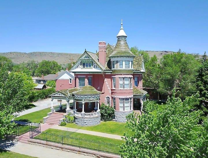 Historic Victorian Mansion-Rose Room
