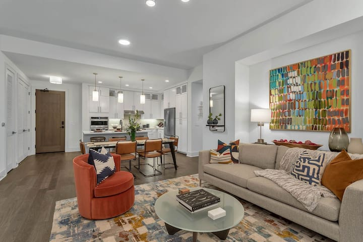 Upscale apartment home | 2BR in Denver