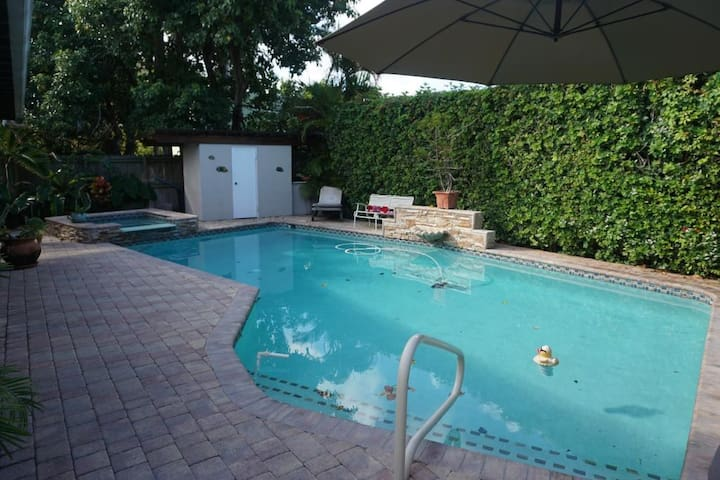 * Large Pool Home by Brickell Roads - TOP RATED - Miami - Dům