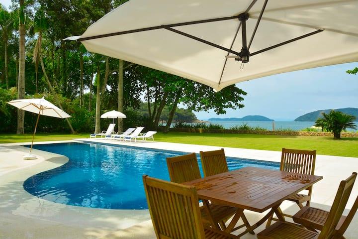Stunning beachfront house - Ubatuba