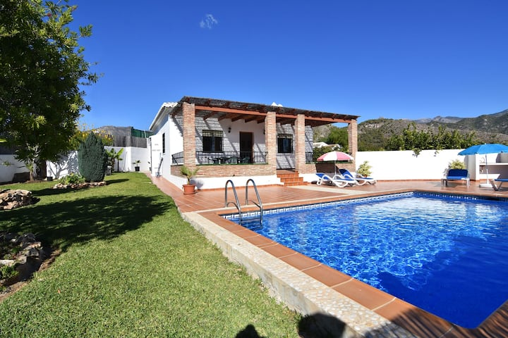Excellent value - villa with private pool in Nerja
