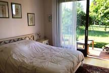 Chambres au calme, cadre verdoyant proche étang