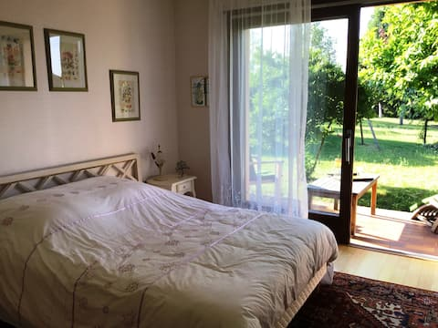 Quiet rooms, green surroundings close to pond