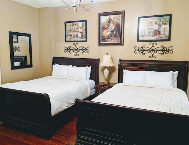 The Chelsea Inn: Room 103