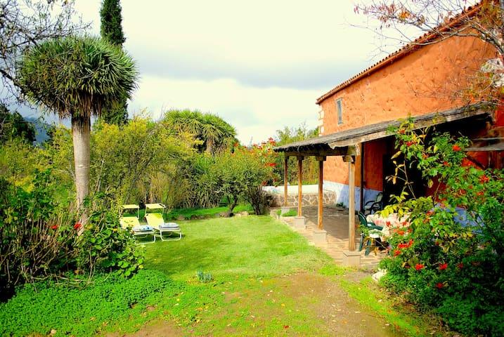 Quiet hideaway on an Organic Farm - Santa Brígida - บ้าน