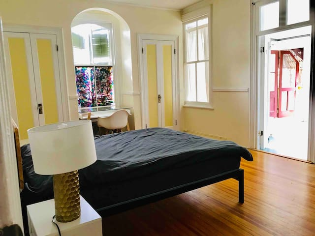 Large private room with sunroom in HistoricHouse