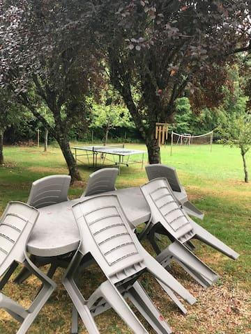 Table de jardin au calme et en pleine nature