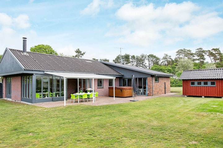Beautiful Holiday Home in Ordrup Næs with Swimming Pool