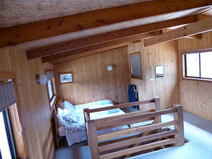 Lakeside Lodge - There are 3 rooms available.