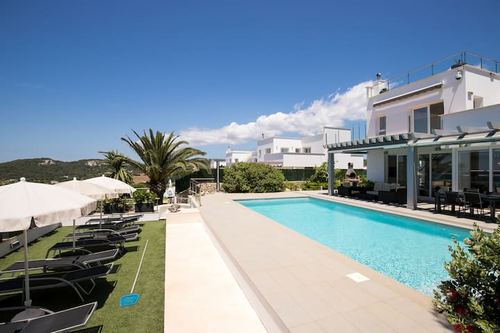 With roof terrace and pool - Villa Brisa