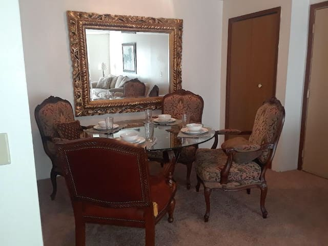 Monroe 2 Bedroom Executive Furnished Suite