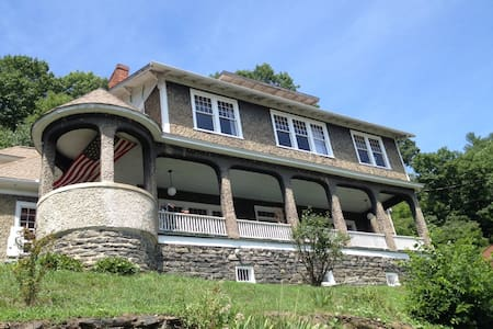Historic river view suite overlooking Marshall - Marshall - Bed & Breakfast