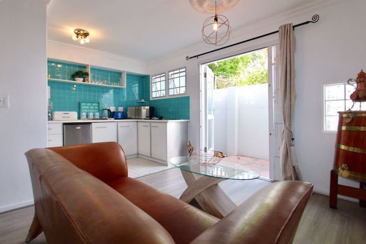 Cosy City Studio Apartment below Table Mountain