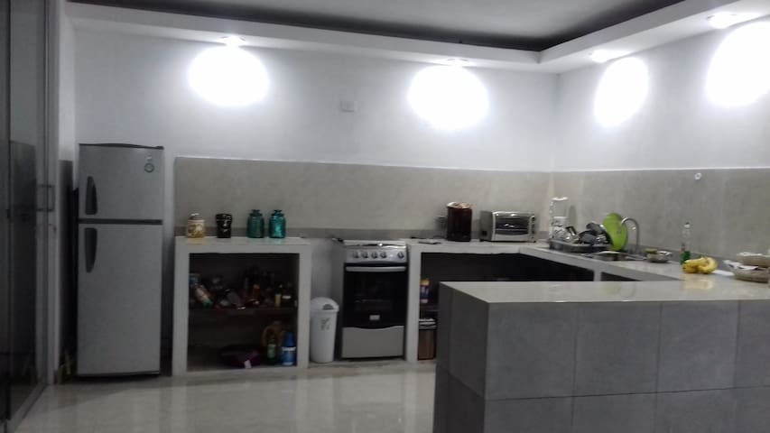 Habitación privada en casa minimalist llena de luz - Coatepec - Huis