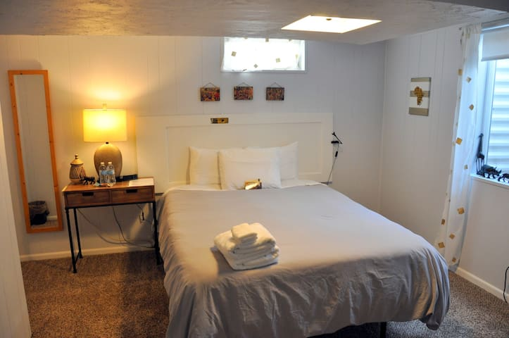 Clean/Organic/Central location **Long Stay**Q