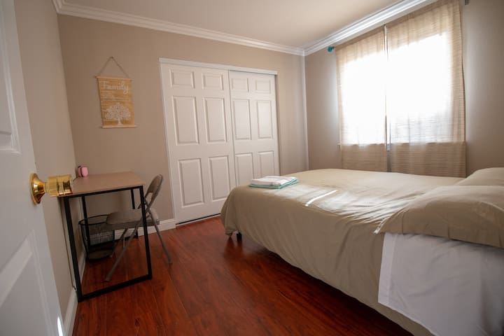 Safe Private room4 queen bed Tesla Bay May's smile