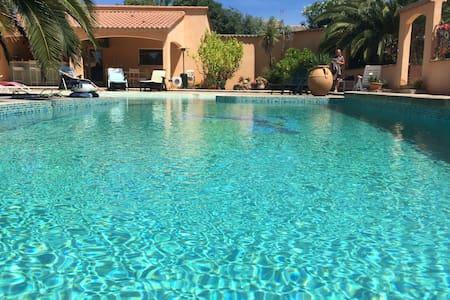 chambre d'hôte les olivades avec piscine,a MAGALAS - Magalas