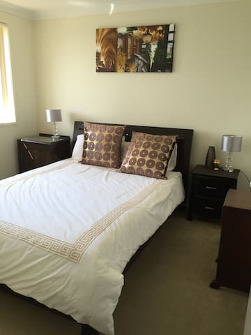 Comfortable space for female business traveller - Stanhope Gardens