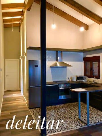 cocina, salon comedor amplio y acogedor.