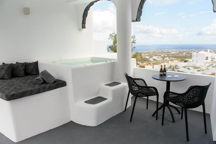 Black Shade Suite / Private jacuzzi - Santorini