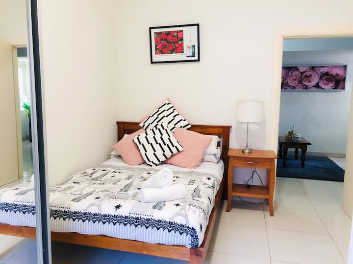 Double room with Private Bath Convenient Located