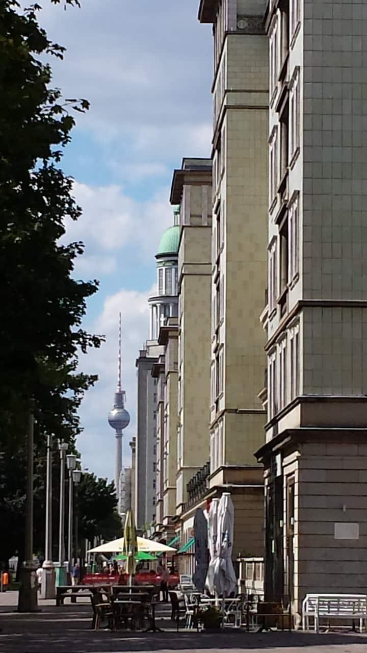 East Side Gallery- Alexanderplatz- by feet