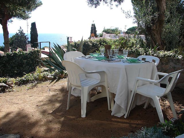 Loverly flat with garden and sea views near beach - Tossa de Mar - Apartment