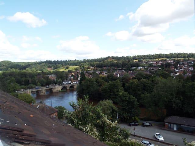 Charming house - historical Bridgnorth, fab views!