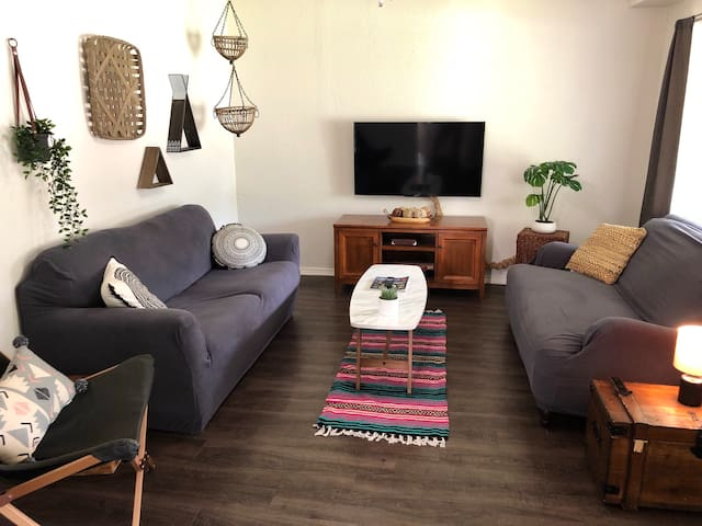 Clean & Simple 3 Bedroom- Central location!
