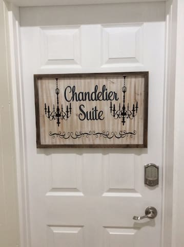 Chandelier Suite - Beaches, Dunes, Golf, Wine Tr