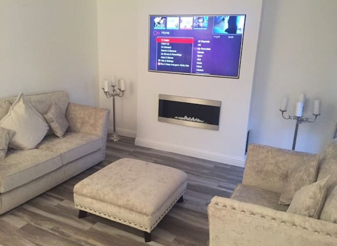 Stylish room in Edinburgh newly refurbished home