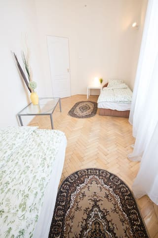 Andrássy Avenue apartment room 2