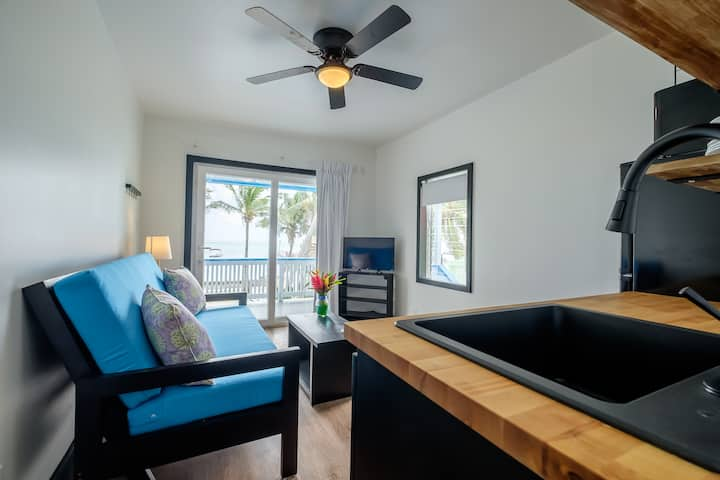 Cozy, Bright, Beachfront, A/C, Kitchen, Lower Corner Unit North