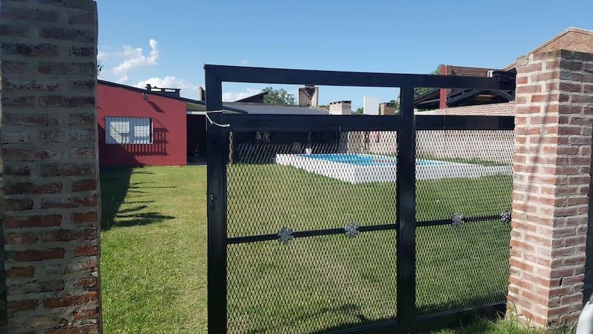 Casa quinta en Rincón, gran pileta y asador! - La Capital - Huis