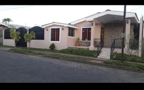 Casa vista del momotombo