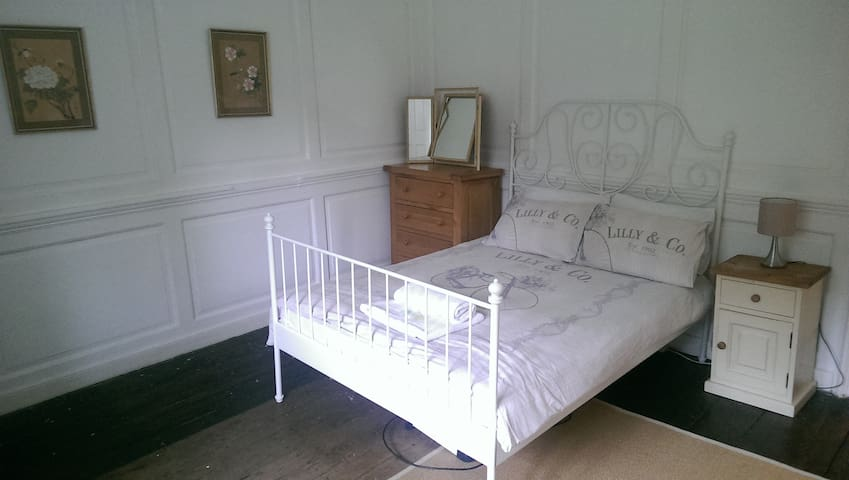 Double room in beautiful 16th Century Manor
