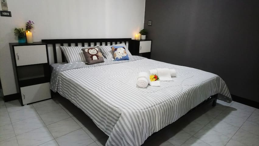 Double bed King sized bed for 2 guests