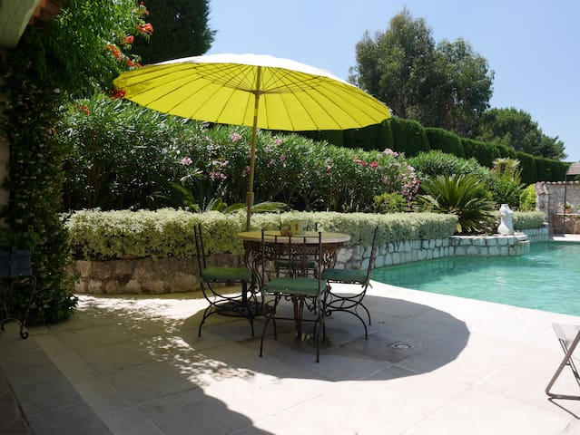 Property for up to 10 Guests, Cannes, Valbonne