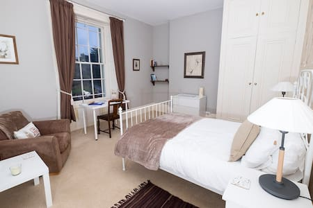 South House Retreat - Dorchester - Bed & Breakfast