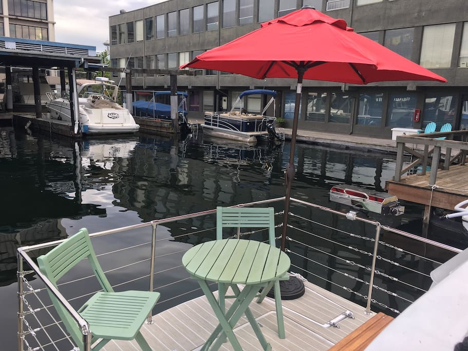 Aft deck patio with electric grill