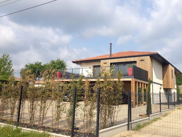 Chambre privée+Spa. 20min Bordeaux - Sallebœuf - วิลล่า