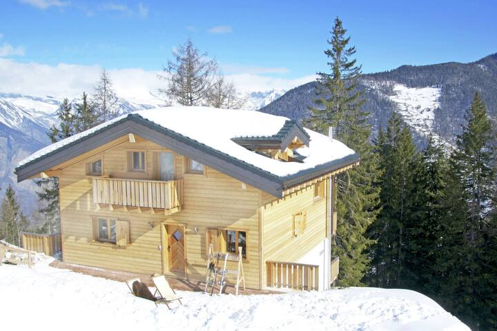 Outstanding, comfortable and charming chalet with open fireplace