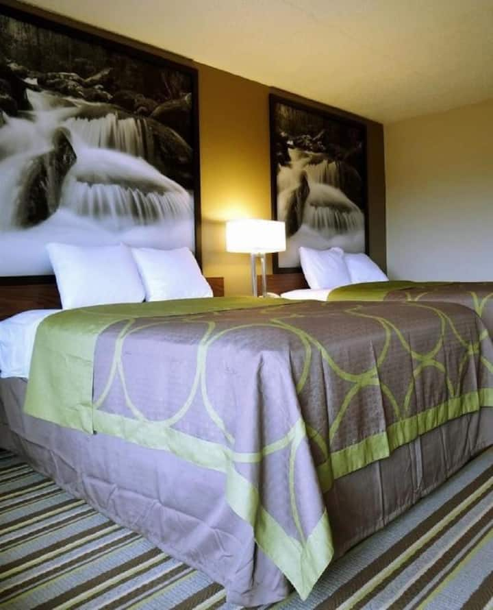 Stunning Quadruple Two Double Beds At Pigeon Forge