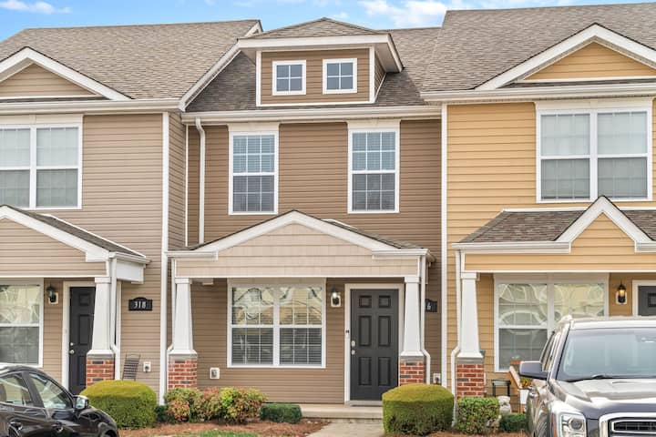 Charming Condo in Governors Crossing!