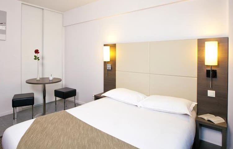 Appart Hotel Carnot - Roanne - Apartment