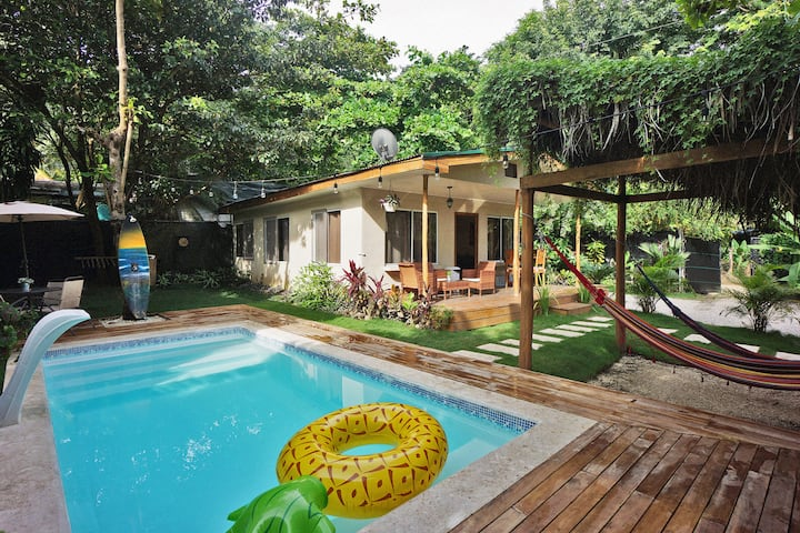 Villa Picasso ~ Lux & Comfy ~ 3 Bedrooms ~  2min walk to the Beach!