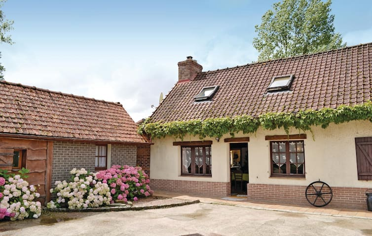 Holiday cottage with 4 bedrooms on 100 m² in Reclinghem