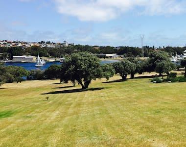 River View Apartment - Mosman Park - Daire