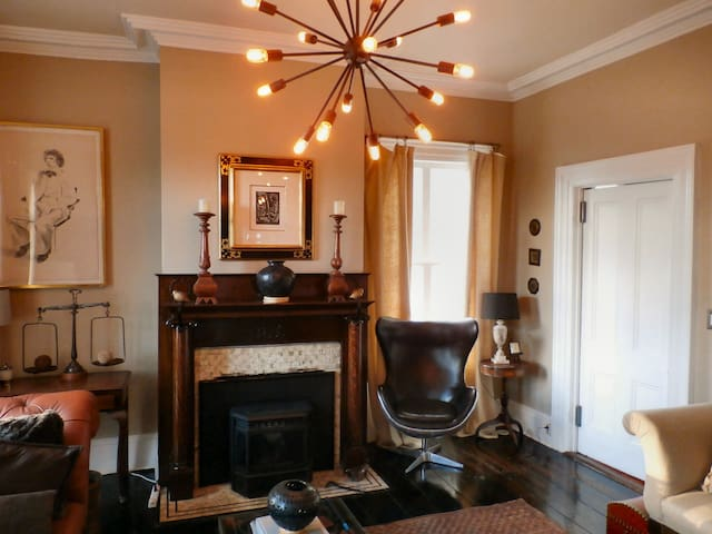 Hudson NY - 2BR SUITE - WIFI - fire place in house
